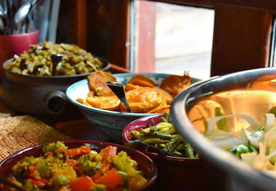 buffet-repas-vegetarien-cuisine-ayurveda